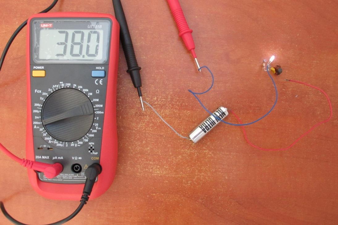 схема светодиод на одной батарейке