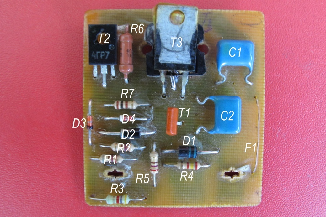 Реле регулятор генератора на BMW 7 (E65,66) | 1039x693
