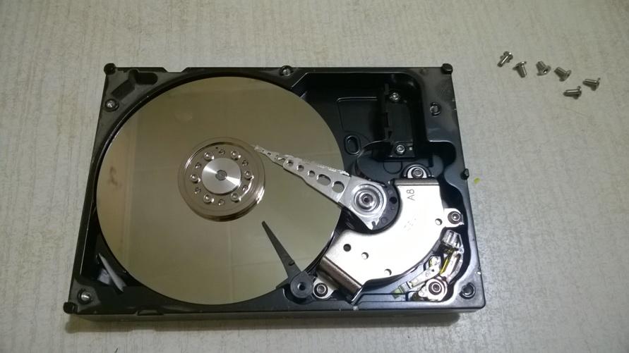 Как достать магнит из жесткого диска