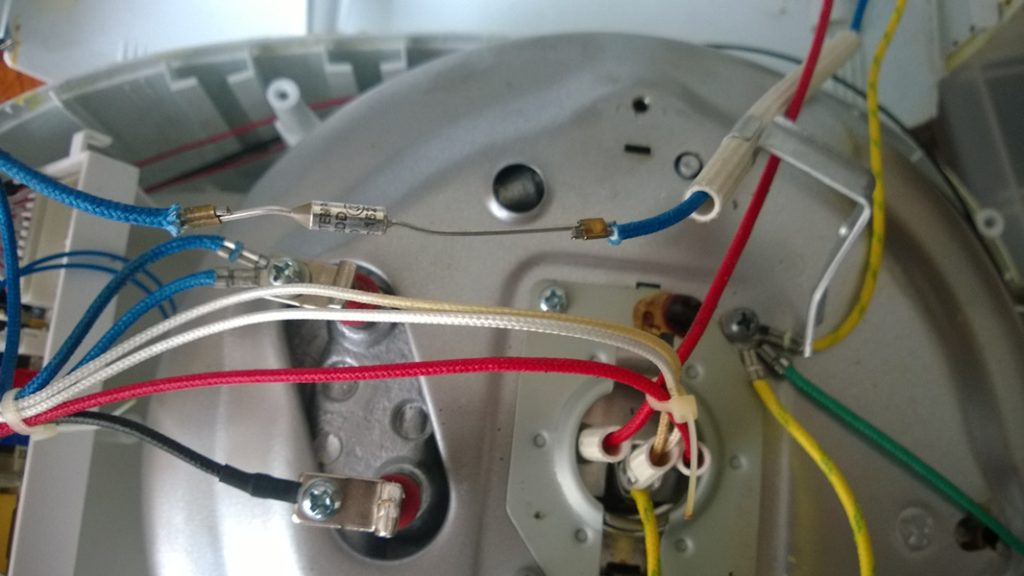a thermal fuse in Multi-cooker